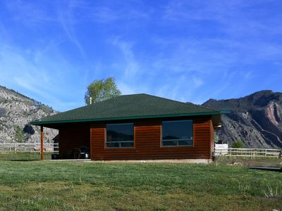 *****THE EAGLES NEST with SPECTACULAR MOUNTAIN & YELLOWSTONE RIVER VIEWS *****