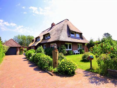 Photo for Apartment in thatched roof house in Nebel on the island Amrum - huge garden, gar