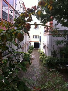 Cosy small (430ft) 1 bedroom flat in rdc of a private courtyard.