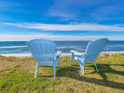 Photo for Charming oceanfront house - easy beach access & room for 9!