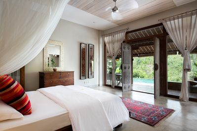 Downstairs bedroom en-suite, just step out to the pool