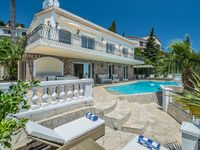 Spectacular villa on the French riveria
