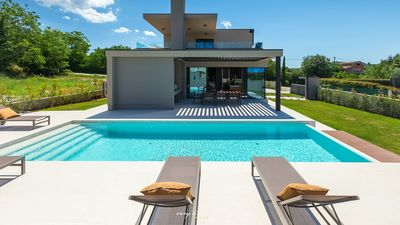 Photo for Villa with a large pool and jacuzzi with a view