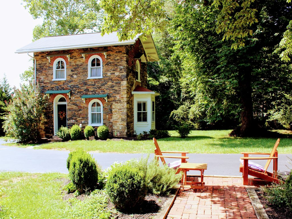 Cottage in West Chester PA - Two miles from town  - West Chester