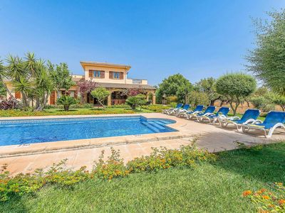 Photo for Well appointed 5 bed Villa w/pool, a short drive from beautiful beaches