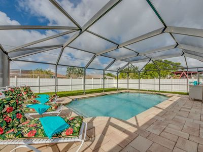 Photo for Heated Pool, Fenced yard, 3 bed, 2 bath, Centrally Located for All Activites