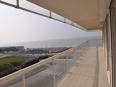 Photo for Superb 3 bedroom cabin apartment on the seafront