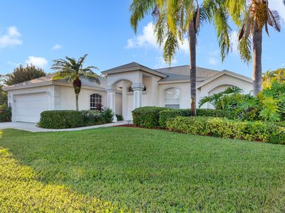 Photo for Light and Bright describes this 3/2 Pool home with long beautiful lake views