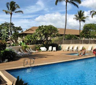 Kihei Bay Surf complex with pool and jacuzzi