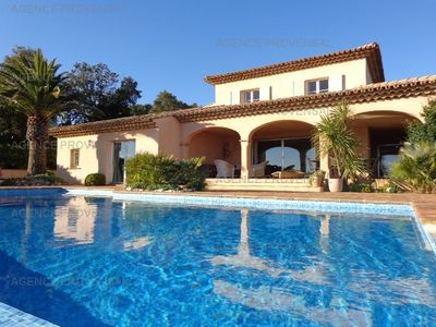 Photo for Charming villa with pool and splendid view