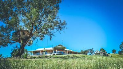Photo for DRY CREEK RETREAT country luxe@Lake Eildon