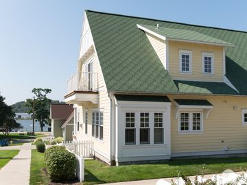 Lake Effect - Lake Effect is one of the larger units in the Grand Haven Cottages!