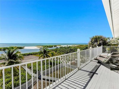 Photo for Endless Summer, 4 Bedrooms, Gulf Front, Elevator, Sleeps 10
