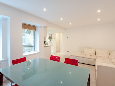 Photo for Gorgeous, central 2 bed for up to 4, Bayswater