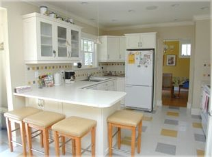 Fully equipped modern Kitchen, incl coffee maker, kettle, blender etc.