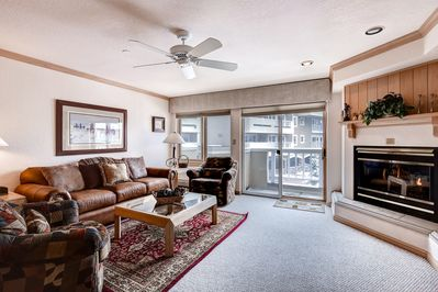 The bright and beautiful 1 Bedroom condo features modern furnishings and full access to resort amenities
