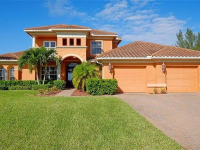 Photo for Beautiful 3 Bedroom, Screened & Heated Pool On Canal W/Direct Access To Gulf!