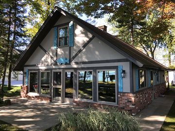 Charmant HOUGHTON LAKE CHALET Updated Houghton Lake Cottage Booking Now 4 Bedrooms,  1.5 Bathrooms