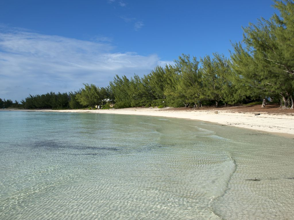 Newly Remodeled Home Directly on Gaulding Cay Beach