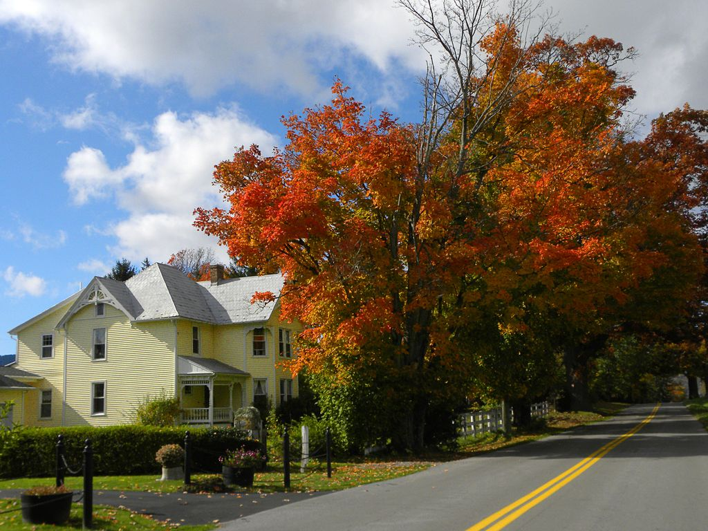 guest house in burkes garden va at the appalachian trail and on va bike trail - Burkes Garden Va