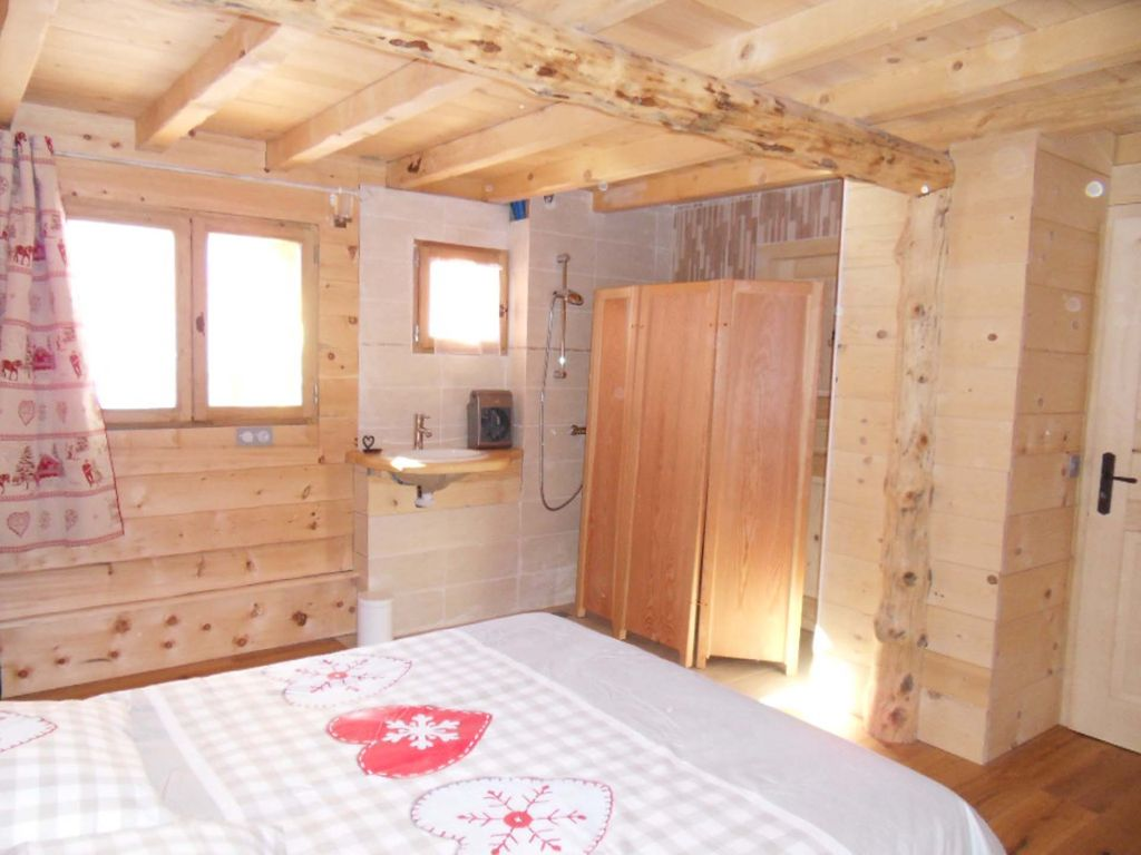 7 chambres, 4 SDB, sauna, navette. - Homelidays