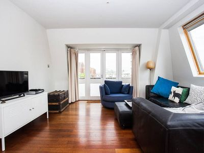 Photo for Spacious Top-Floor Flat With Stunning Roof Terrace