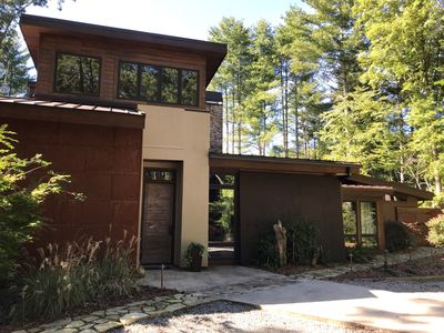 Beautiful Luxury 4 BR, 3.5 BTH Mountain View Cabin with Fire Pit, Hot Tub & More