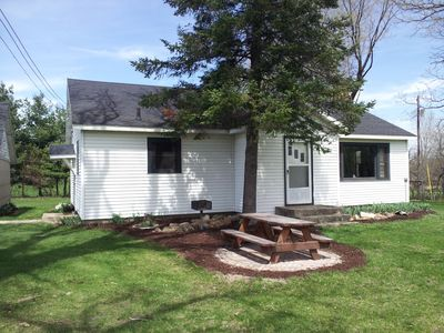 Cozy country home provides privacy, yet close to numerous tourist attractions.