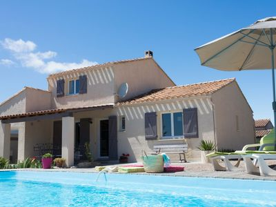 Photo for Holiday villa with swimming pool near the sea
