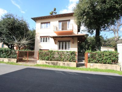 Photo for Detached villa 200 mt sea 5 bedrooms 8 beds air conditioning