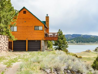 Great pet friendly cabin with beautiful views and large wrap around deck! Cozy up with your loved on