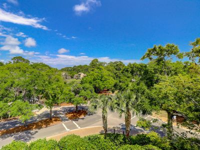 Photo for Harbour Town getaway w/ a furnished balcony, full kitchen, & on-site golf!