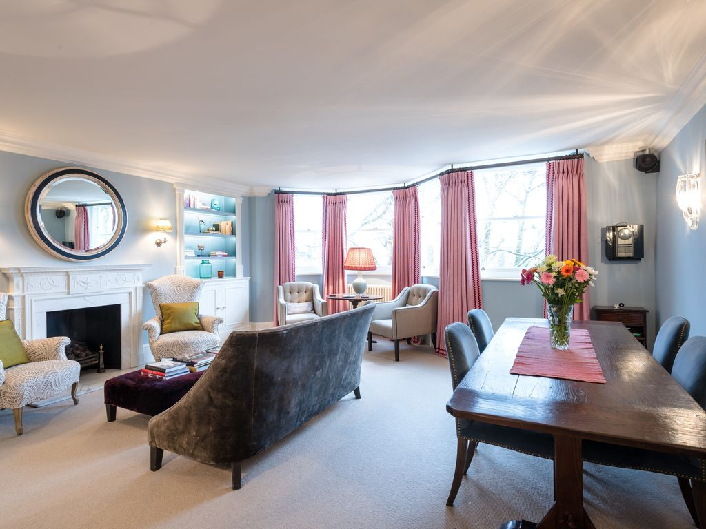 Chelsea Apartment Rental   Spacoius Sitting Room With Large TV That Comes  Out Of Cupboard On