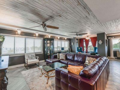 Paradiso - Divine Condo, Perfect Location Walkable to Everything Downtown