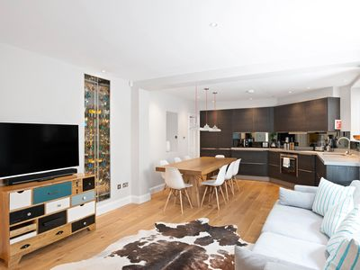 Photo for Decorative 2Bed Apt in Vibrant Notting Hill Gate