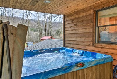 Soak in the cabin's beautiful mountain views from the private hot tub!