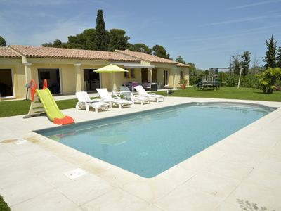 Photo for Luxury villa with pool, in a quiet area