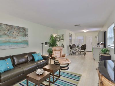 Photo for Walk To Downtown Sarasota, Restaurants, Bars, Nightlife, shopping. WIFI/Cable. Gillespie Park nearby