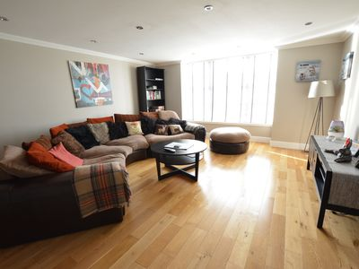 Photo for Very Spacious 4 bed - Edinburgh City Centre, New Town