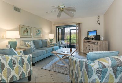 Cozy 2 bedroom 2 bath ground floor unit located within walking distance to car free beach.