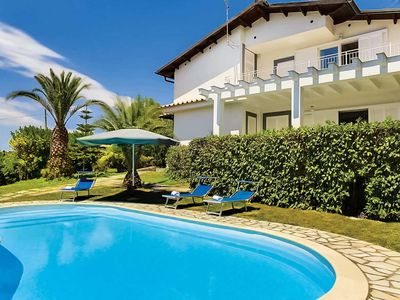 Photo for 9 bedroom Villa, sleeps 17 in Torca with Pool, Air Con and WiFi