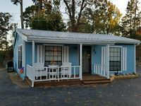 Very cute cottage in a great location. Close to everything we wanted to see.