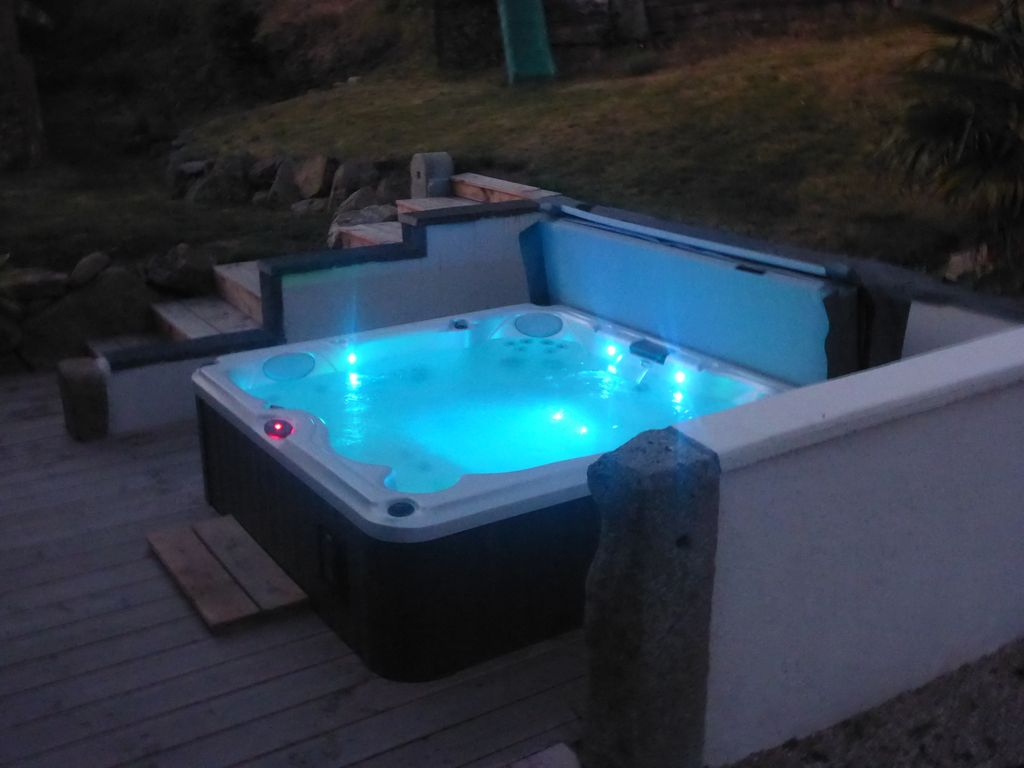 Gite 39 le boudoir 39 2 4 personnes jacuzzi privatif for Vendo jacuzzi