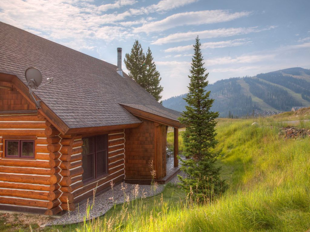 Enjoy a montana vacation with a mountain log cabin great for Vacation log homes