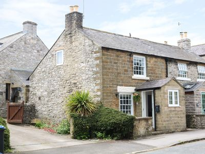 Photo for GRITSTONE COTTAGE, pet friendly in Bakewell, Ref 979710