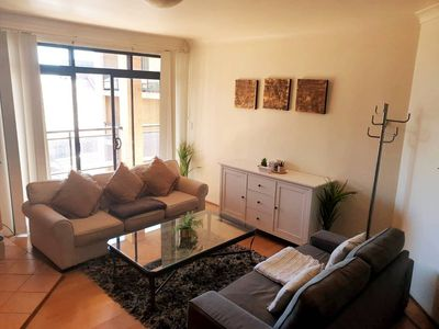 Photo for Unwind Tranquil & Bright Apartment - Free Parking