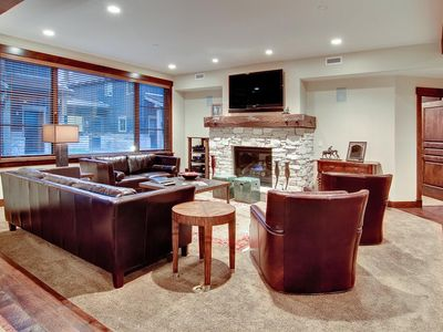 Photo for Elegant, family-friendly condo with Xbox -- on-site chairlift, concierge, winter shuttle service