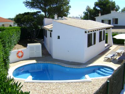 Photo for 2 Bedroom villa, pool, free WiFi and air con.