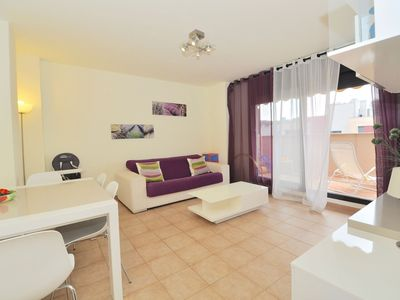 Photo for Holiday rental in Lloret - Cozy apartment 300m from the beach, with community pool, lounging area, wifi, parking. Ref. A075