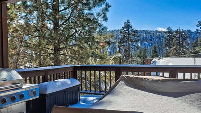 Authentic big bear cabin, close to lake/village, great couple's getaway